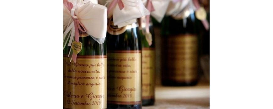 Lista nozze: una bottiglia di vino come bomboniera